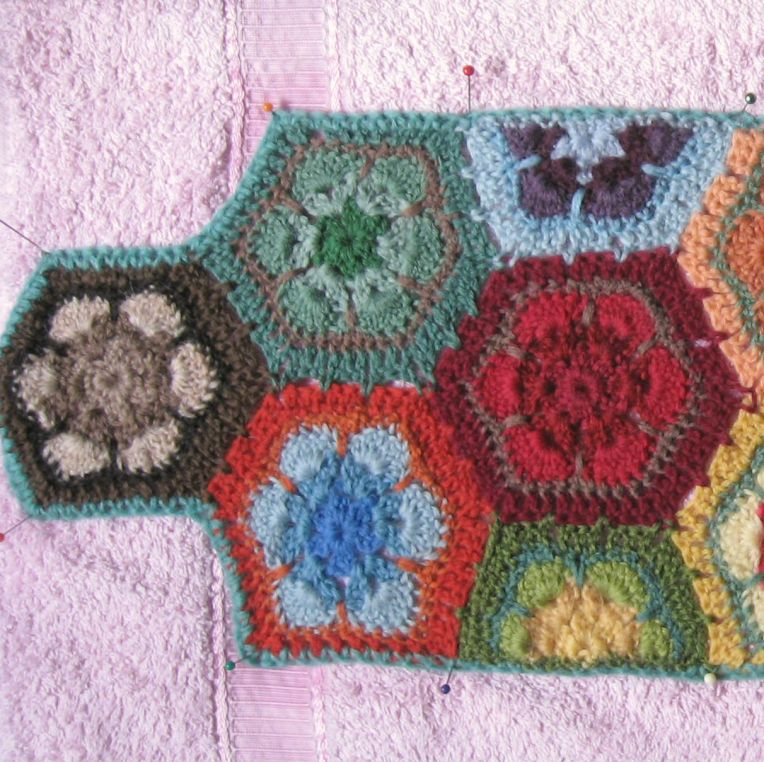 blocked end section of grannies paperweight scarf