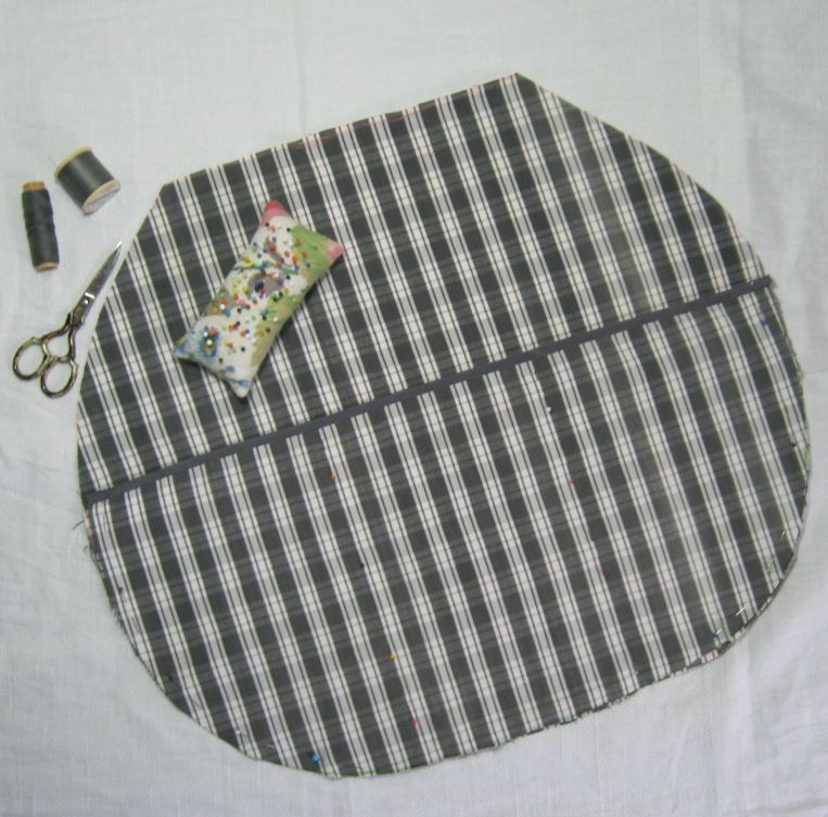 pin the pocket section to the lining